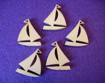 10 Sailing Boats / Wood / 2.5 x 3 cm (13-0002A)
