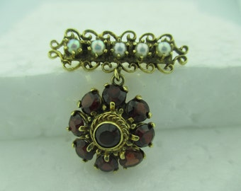 Vintage 14 kt Yellow Gold Pearl & Garnet Brooch. The weight is 6.6 grams.