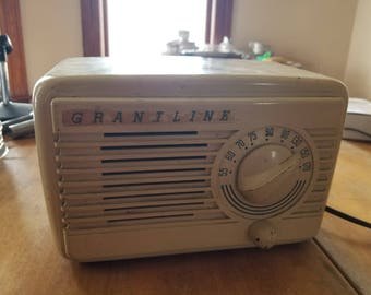 Antique Grantline white painted bakelite Tube radio