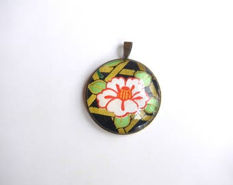 Round pendant with flower motif white on black background and gold, Japanese (washi paper + glass cabochon).