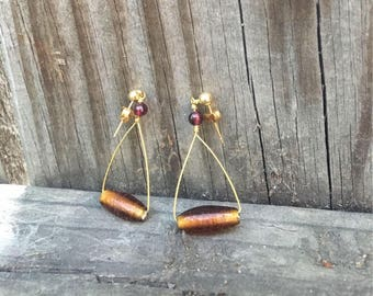Glass and garnet pyramid earrings / fall / autumn / goldtone / maple