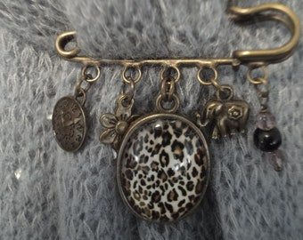 brooch pin Locket setting and glass