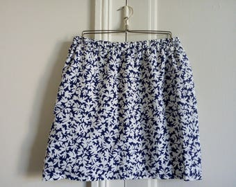 Vintage blue skirt Navy and white size 36 flowers