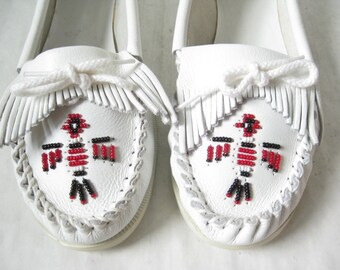 Vintage White Leather Beaded Moccasins. Size 9 1/2 Women's