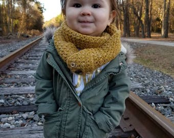 Infinity Crochet Toddler Scarf with Buttons