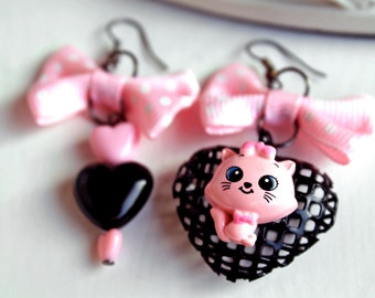 Kawaii cat mismatched earrings black pink