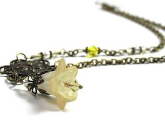 Renoncule jaune antique en laiton Lucite Vintage Style Floral collier Swarovski, jewelrybyNaLa, fleur bijoux à prix abordable,