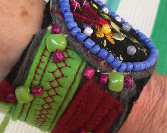 Bracelet hand sewn beaded one of a kind 7.5 x 2.4 at largest at circle, beaded glass beads