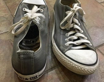 Converse All Stars size 8/10 Chuck Taylor gray low tops