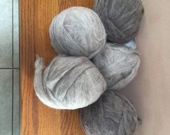 Light grey Churro Roving 7+ oz bump