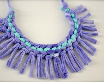 Turquoise pourpre déclaration collier - collier Tribal tissu recyclé bijoux