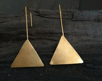 Triangle brass earrings, minimal brass earrings, geometric earrings, long geometric earrings, brass hook earrings, modern brass earrings