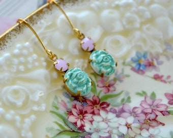 Mint green earrings - Vintage style carved beads - Wedding earrings - Mint jewelry