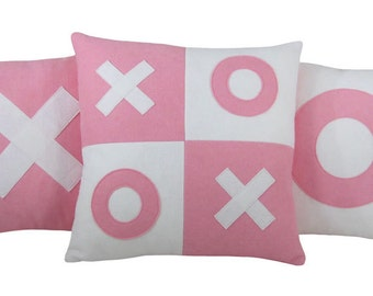 XOXO Pink and White Valentine Wool Felt Decorative Pillows (Set of 3) XOXO Pillow