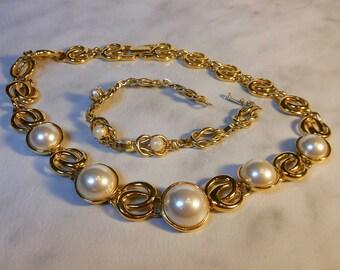 Vintage Napier Pearl Gold Necklace and Bracelet Set   Demi Pair     Pat.  4774743