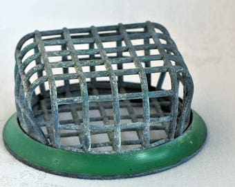 Vintage Flower Frog Vogue Holder No. 72 / Metal Flower Frog / Metal Cage For Flower Stems / Beagle Mfg. Co.