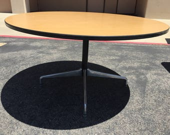 Herman Miller Eames Round Pedestal Table