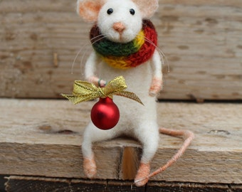 Needle felted christmas mouse, Christmas mouse, Felted  mouse, Christmas decoration, Felted white mouse with christmas red ball, Gift idea