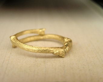 Gold 14k twig ring. Botanical jewelry. Elvish gold  twig ring. Handcrafted solid gold 14k branch ring.