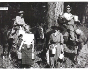 1924 Picture of the Wells Clan Berry Picking - Fine Art Photography