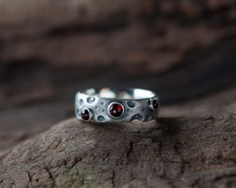 Magic lunar crater ring set with deepred garnets - single handcrafted work with love in silver 925 sterling