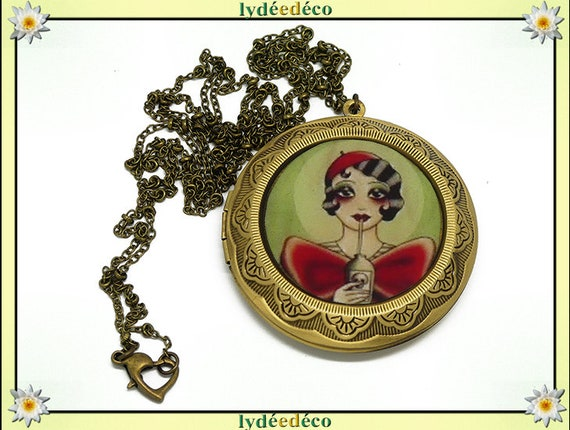 Retro Old Shool photo resin and brass necklace bronze green and Red