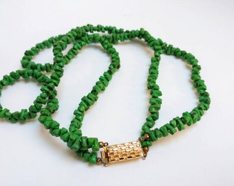 Vintage green beads double strand necklace with goldtone clasp