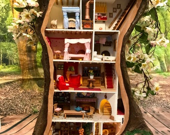 Brambly Hedge - Crabapple Cottage based on the wonderful Brambly Hedge books. 1/24 scale, fully furnished collectors item.