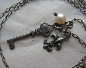 Key Fleur de lis Pearl Sterling Necklace Vintage 925 Silver Pendant Charm Dangle