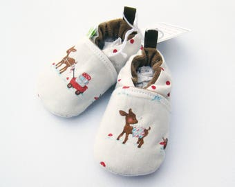 SALE Small Classic Deer loves Quilting / All Fabric Soft Sole Baby Shoes / Ready to Ship / Babies