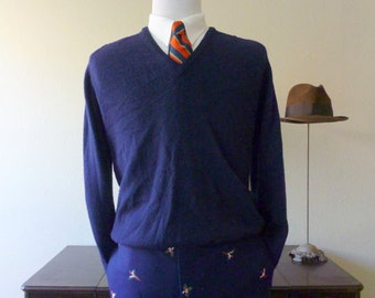 Vintage SAKOWITZ by Alan Paine 100% Lambswool Navy Blue V-Neck Trad / Ivy League Sweater 44.  Made in England.