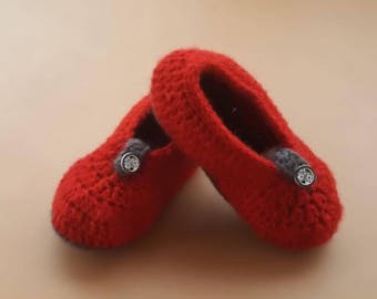 Handmade cute baby booties knitted