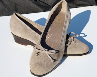 Cobbie Cuddler Collection Grey Suede Shoes, 80s Ballet Flats, Slip ons, Bow, Subtle Cutouts on Toes, Low heel, 7.5 M