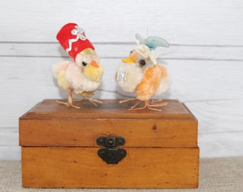 Vintage Pair of 2 Chenille Chicks with Hats, Vintage Chenille Chick, Vintage Chenille and Pipe Cleaner Art, Vintage Easter Decoration