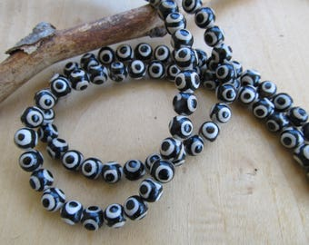Set of 10 Dzy 8 mm Tibetan agate beads.