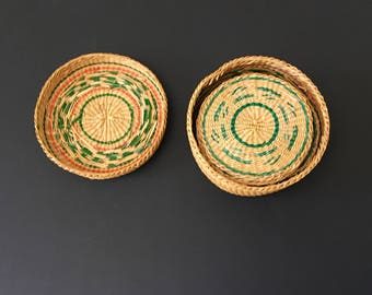 Vintage Set of 12 Straw Coasters in Lidded Basket, Natural and Green