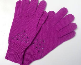 Beaded, pink gloves with fingers fine wool