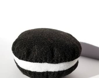 Whoopie Pie Cat Toy
