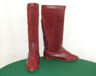Sz 8M Vintage tall maroon leather and suede 1980s women flat slouch boots.