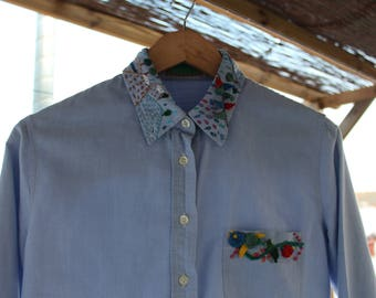 Embroidered/Blue shirt with floral details