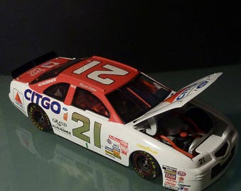 Michael Waltrip - 1/24 Scale Die Cast Woods Brother Ford Thunderbird
