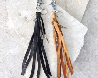 Jane (NOIR ou TAN) porte-clef - pompon franges en cuir avec clip argent pour sac à main ou un pantalon