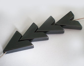 4 pcs - V cut black Hematite chevron Modern arrow shape stone bead