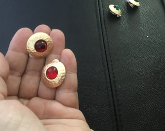 Clip on earrings ruby red stone goldtone hammered surround