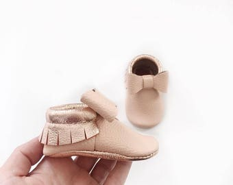 Bow Mocs | Blush and Rose Gold | leather Mocs | Baby Mocs | Baby Moccasins | soft soled shoes | moccs | baby gift | girl mocs