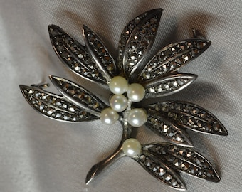 Marcasite and pearl leaves pin