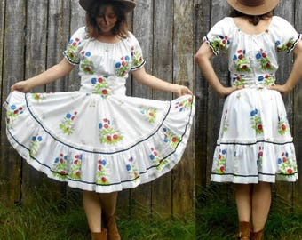 Vintage 60s square dance dress / Circle dress foral print / Ruffled dancing dress / Western wear / Size S