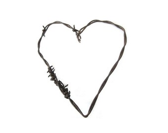 Rusty Barbed Wire Heart . rustic wedding favor . rustic wedding decorations. rustic heart . rusty metal hearts