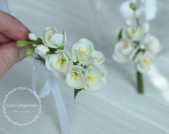flower bracelet, flower brooch, wedding stuff, bride bracelet, bridesmaids bracelet, white jewelry, rustic jewelry set, fresia groom