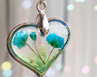 Real dried flowers hand-pressed and hand-dyed blue Resin heart elegant necklace Custom jewelry heart pendant Vegan Gifts for her Flower